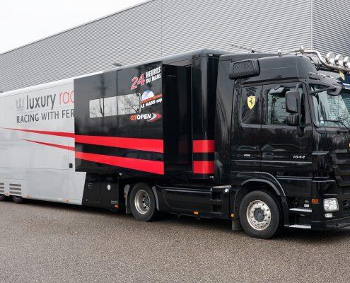 Luxury Racing Racetrailer - Seitenansicht