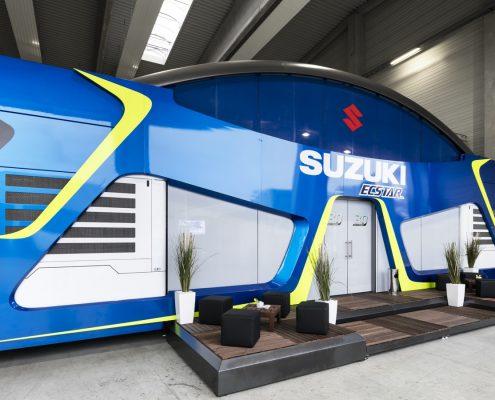 Suzuki Hospitality - Aufgebaut seitlich