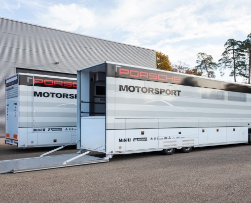 Porsche Motorsport Racetrailer 2 - Aussenansicht
