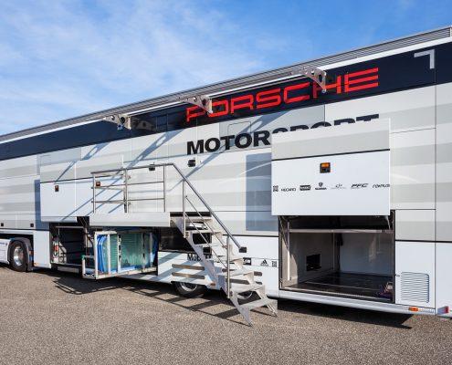 Porsche Motorsport Racetrailer - Seitenansicht