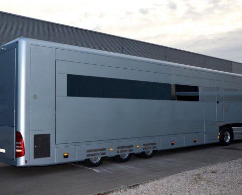 VW Motorsport Racetrailer 3 - Seitenansicht