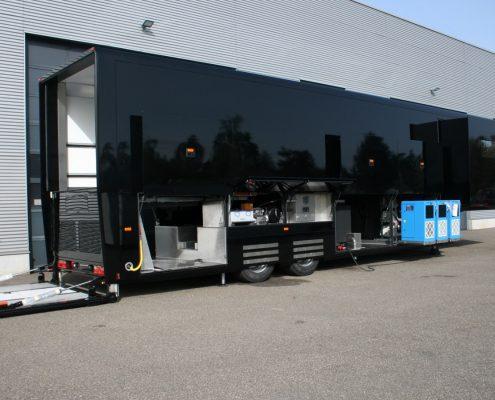 Pirelli Racetrailer - Aussenansicht