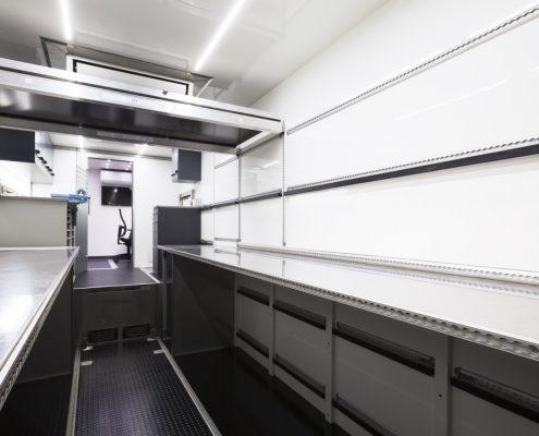 VW Motorsport Racetrailer - Innenansicht