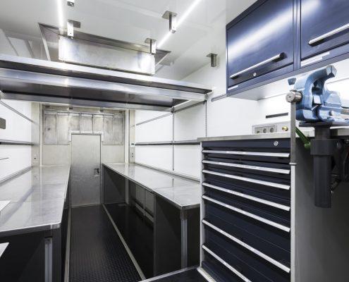 VW Motorsport Racetrailer - Innenansicht Werkstatt