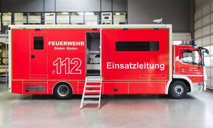 Einsatzleitwagen Feuerwehr Baden-Baden - Aussenansicht in Halle
